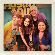 Calum, Laura, Raini, Ross, Pixie