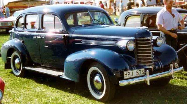 File:1937 Oldsmobile Six.jpg