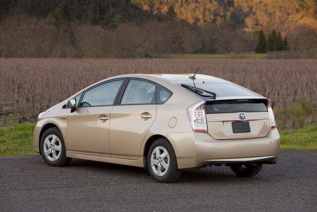 File:2010-Toyota-Prius-2.jpg