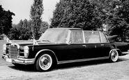 112 0712 11z-1965 mercedes benz 600 pullman landaulet popemobile-front three quarter view
