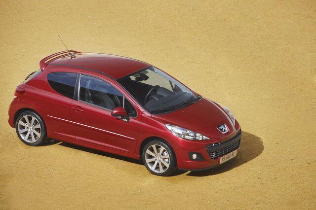 File:2010-Peugeot-207-RC-8.jpg