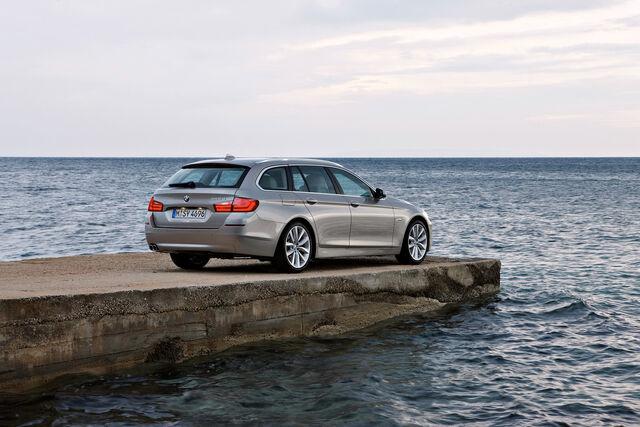File:2011-BMW-5-Series-Touring-54.jpg