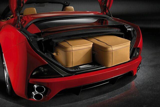 File:Ferrari California interior 8.jpg