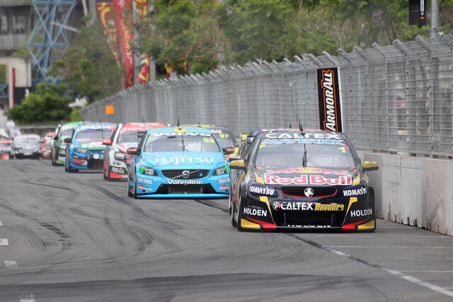 File:Whincup leads 2014 Sydney NRMA 500.JPG