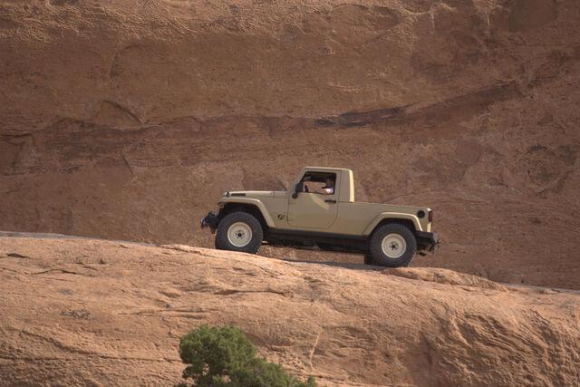 File:Jeepjtconcept ab---15.jpg