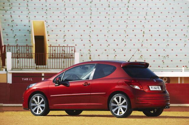 File:2010-Peugeot-207-RC-7.jpg