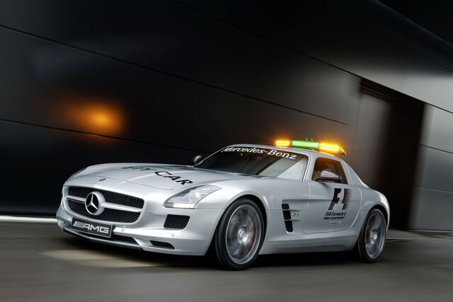 File:Mercedes-SLS-AMG-Gullwing-Safety-Car-16.jpg
