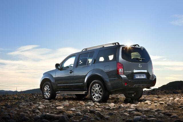 File:2011-Nissan-Pathfinder-Navara-6.jpg
