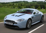 Aston martin-v12 vantage 2010 3