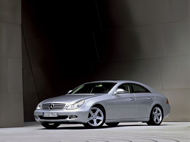 File:2005-Mercedes-Benz-CLS-500-001.jpg