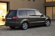 2010-Ford-Galaxy-MPV-4