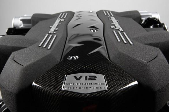 File:Lamborghini v12 moteur aventador lp700 4 01.jpg