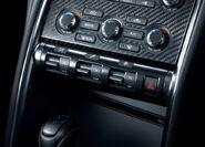 Nissan-GT-R 2011 14