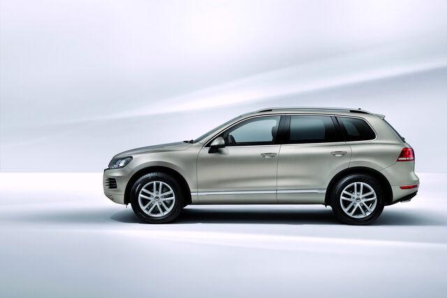 File:2011-Volkswagen-Touareg-14457.jpg