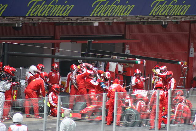 File:Ferrari.pitstop.Spain.09.jpg