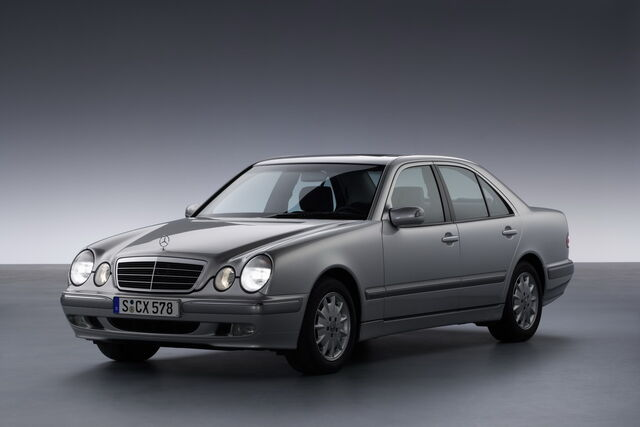 File:Mercedes-Benz W210 - 1995 to 2003.jpg