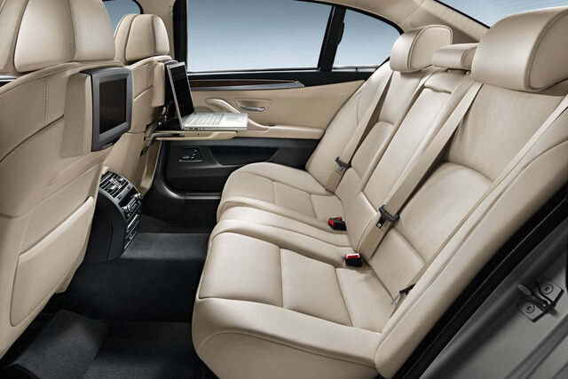 File:2011-BMW-5-Series-LWB-China-15.jpg