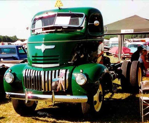 File:1942 Chevrolet COE Truck.jpg