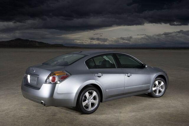 File:6-2007-nissan-altima-sedan.jpg