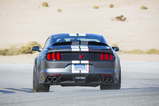 File:2016-Ford-Shelby-GT350R-Mustang-rear-end-in-motion-03.jpg