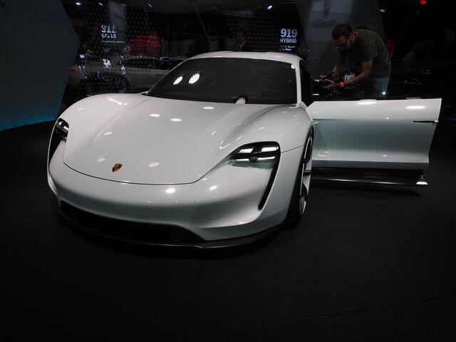 File:Porsche-Mission-E-images-1900x1200-03.jpg