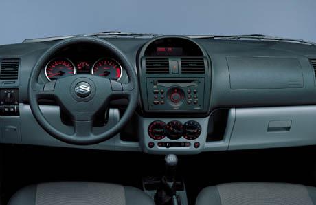Suzuki Ignis 5 portes 2004 interior 1 10-2003