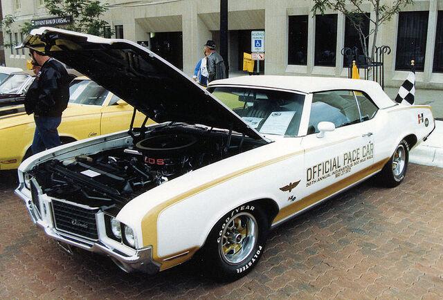 File:1972 Hurst Olds Pace Car.jpg