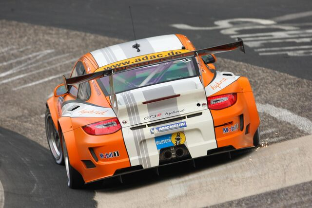 File:Porsche-911-gt3-r-hybrid-takes-home-double-honors-26613 1.jpg