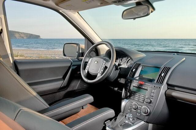 File:2011-Land-Rover-Freelander-FL-5.JPG