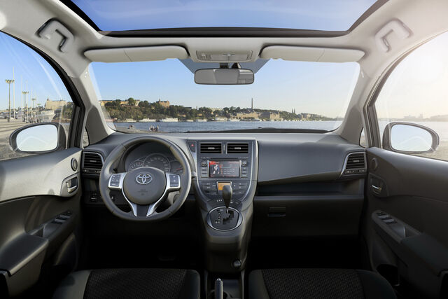 File:2011-Toyota-Verso-S-11.jpg