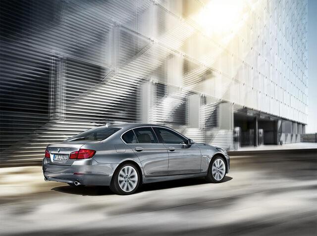 File:2011 BMW 5-Series Gallery 1259007437926.jpg