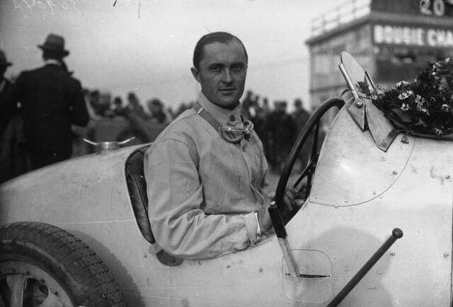 File:Louis Chiron in Montlhéry in 1927.jpg