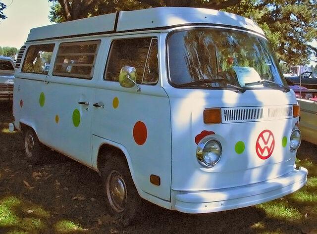 File:'77 Volkswagen Kombi Westfalia (Auto classique Salaberry-De-Valleyfield '11).JPG