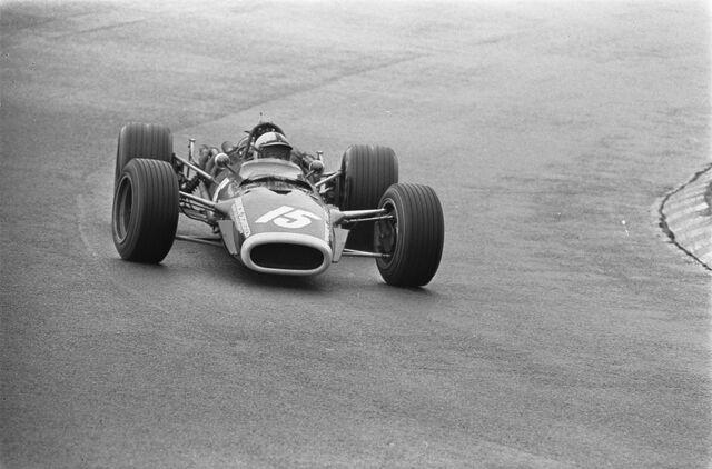 File:Rodríguez at 1968 Dutch Grand Prix.jpg