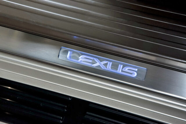 File:2010-Lexus-GX460-40.jpg