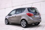2011-Opel-Meriva-17