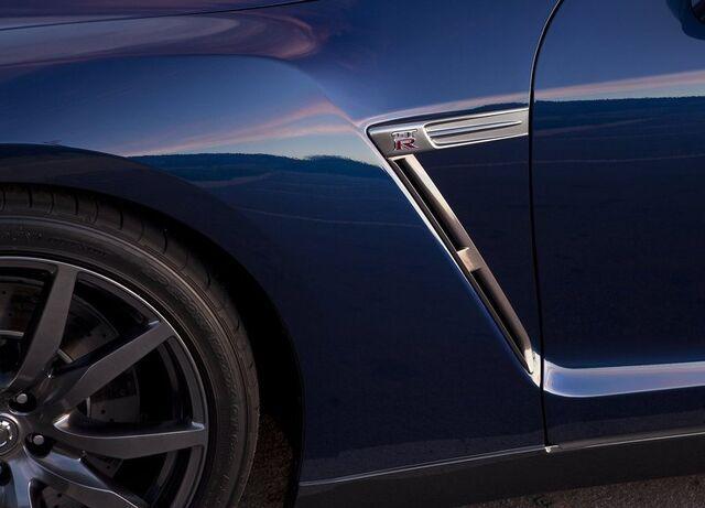 File:Nissan-GT-R 2011 18.jpg