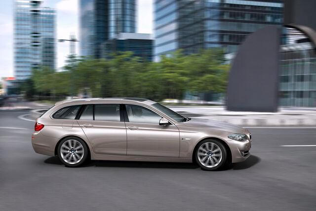 File:2011-BMW-5-Series-Touring-60.jpg