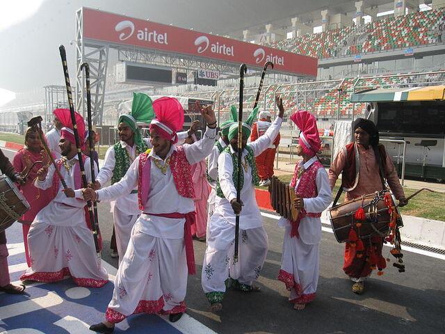 File:Pitlane Walks - 2011 Indian Grand Prix.jpg