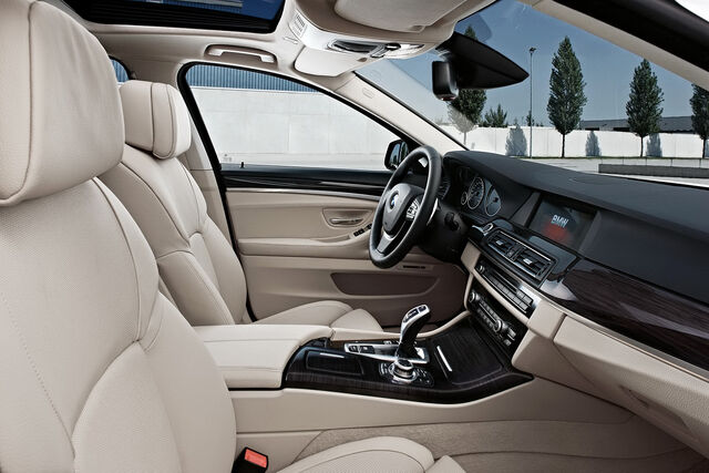 File:2011-BMW-5-Series-53.jpg