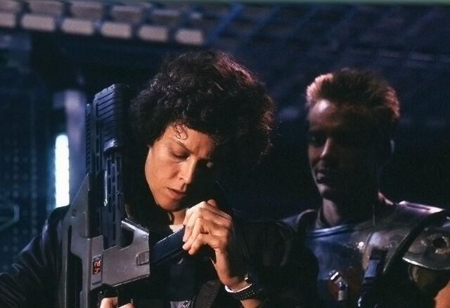 File:Ellen Ripley lll Dwayne 5 (Aliens).jpg