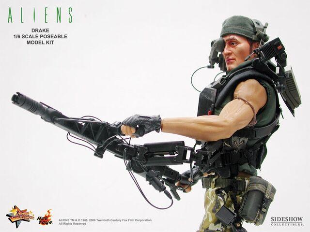 File:Hot Toys' Drake with his Smartgun..jpg