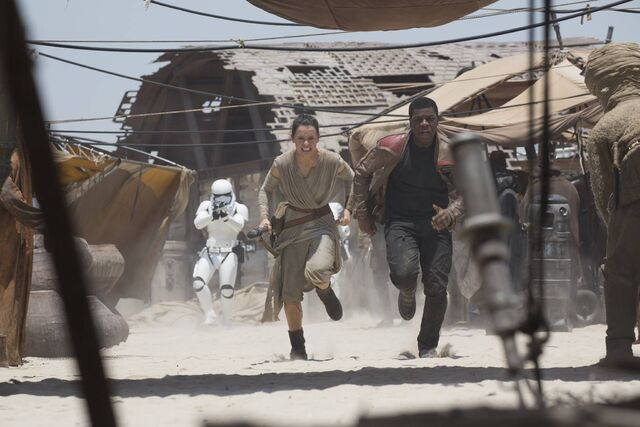 File:Rey Finn Run from Stormtroopers Jakku Marketplace.jpg