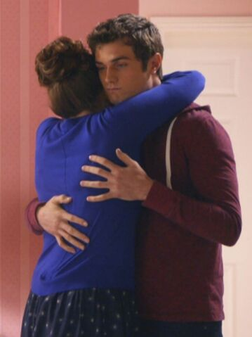 File:Sadie and Matty hug.jpeg