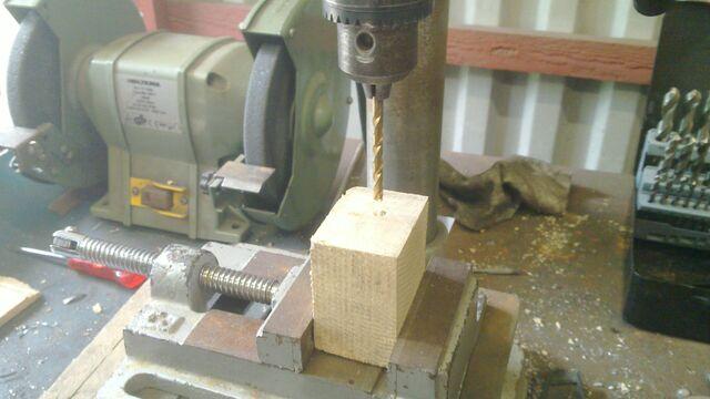 File:Assembling the little ladder - 06.jpg