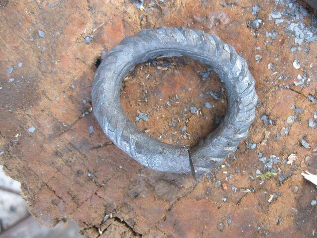 File:Forging field-frame rings around horizontal template - 03.jpg