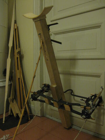 File:Problems with moving little ladder forward - 01.jpg