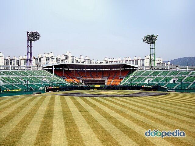 File:Suwon Baseball Green Chair 1.jpeg