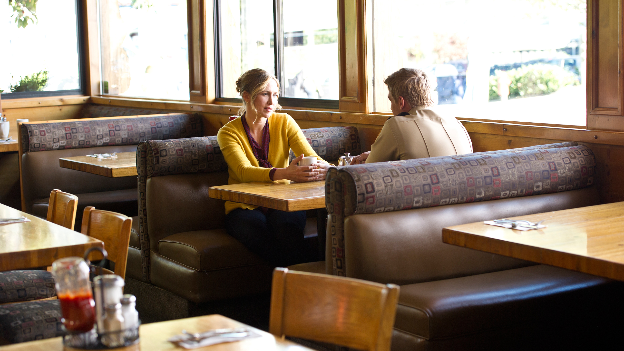 File:15-norma-bates-and-deputy-shelby-have-a-chat.jpg