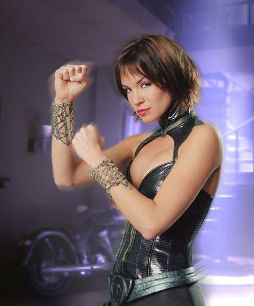 Huntress (Ashley Scott)